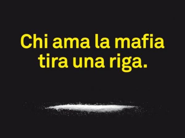 chi-ama-la-mafia-tira-una-riga_01